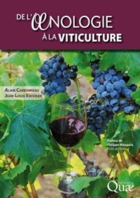 """Dédicace du livre """"De l'oenologie à la viticulture"""" sur le stand VINSEO"""
